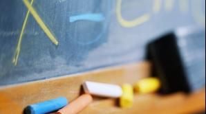 Tinerii din zonele sărace, stimulaţi financiar pentru a nu abandona şcoala. Câţi bani vor primi