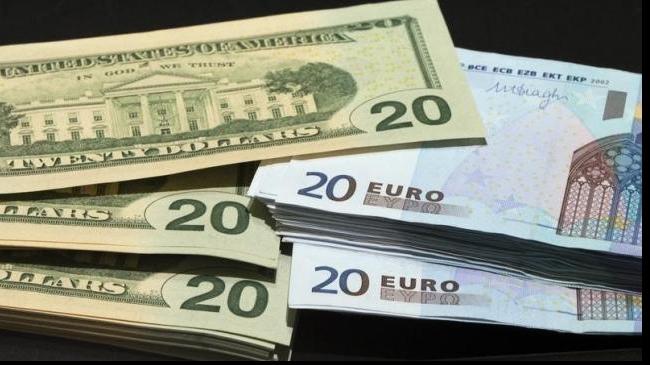 Cursul valutar, în centrul atenției