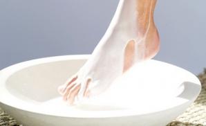 Băi de picioare cu lapte