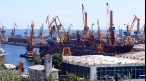 Peste o tonă de precursori de droguri sintetice, confiscată în Portul Constanţa.