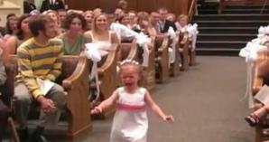 Când fetiţa a avut o 'cădere nervoasă', tatăl a salvat ziua într-un mod adorabil!
