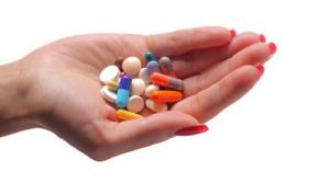 Cantități uriaşe de medicamente, găsite de procurorii DNA la cabinetele unor medici