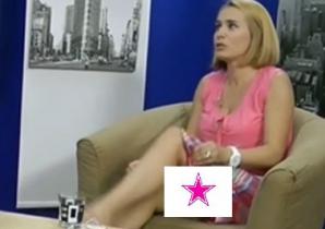 Andreea Esca, gafă uriaşă. A pus picior peste picior, dar a arătat mai mult decât ar fi trebuit! / Foto: Captura video