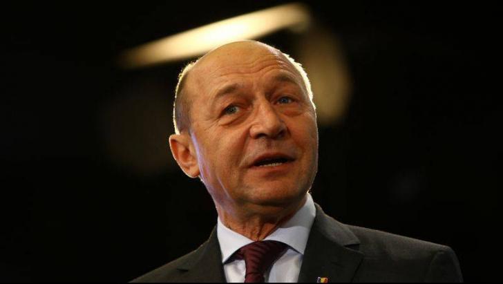 Băsescu atacă: E inadmisibil gestul lui Dragnea! Dacă eram premier, era dat cu capul de pereţi!
