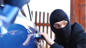 Atenţie, şoferi! Spargeri de maşini, în serie. Metoda ingenioasă folosită de hoţi