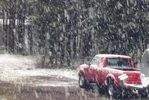 Zăpadă în toiul verii! Fenomenul bizar care-i pune pe gânduri pe meteorologi. A nins ca-n poveşti! / Foto: Daily Mail