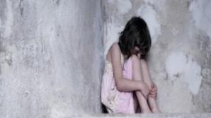 Trei copii din Vaslui, abandonaţi în câmp, fără apă şi mâncare. Autorităţile, şocate de ce au găsit
