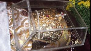 Moaştele Cuvioasei Parascheva au fost scoase în procesiune. Mii de credincioşi asistă la Liturghie