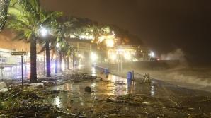 Furtuni violente şi inundaţii pe Coasta de Azur. Cel puţin 13 persoane au murit