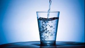 Apa ca medicament: De ce e important să bei apă pe stomacul gol