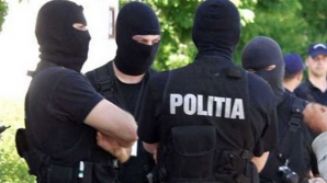 22 de percheziţii în Sibiu, într-un dosar de furt de motorină