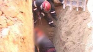A scapat cu viaţa ca prin minune. Tânăr din Argeş, prins sub un mal de pământ, la 3 metri adâncime