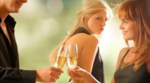 Cum să-i furi iubitul rivalei tale, fără ca ea să-şi dea seama