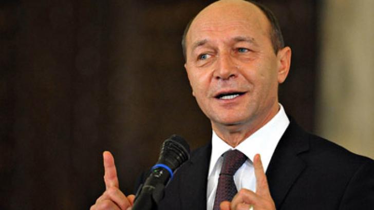 Băsescu: USL nu s-a desprins, uitați-vă în teritoriu. Pentru ei, diaspora e nisip mișcător