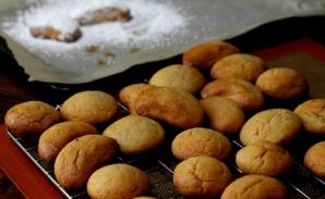 Cea mai simplă reţetă de biscuiţi cu miere. Ingredientul secret care dă gustul copilăriei