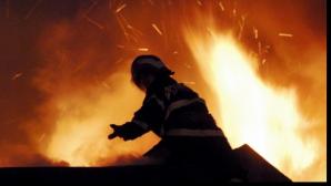 Incendiu devastator în Buzău. O persoană a murit şi alta este grav rănită