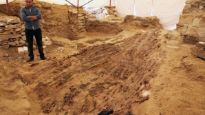 Navă funerară, descoperită lângă o piramidă din Egipt