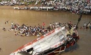 Tragedie. Cel puţin 37 de morţi după ce un autocar a căzut de pe un pod într-un râu, în India