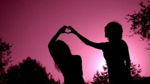 2 zodii care trăiesc cea mai frumoasă poveste de dragoste