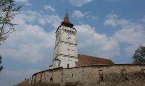 Panică în Braşov. Turnul unei bisericii s-a prăbuşit