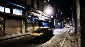 Mergea cu taxiul, când a oprit pe o stradă întunecată. Ce a făcut şoferul a şocat-o! A apucat să...