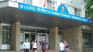 Ameninţare cu bombă la un liceu din Chişinău. Toţi elevii au fost evacuaţi