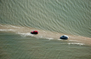 Drumul unde maşinile sunt luate de apă ZILNIC. Singurul loc din lume unde NU vrei să fii la volan