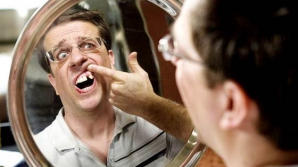 Miracolul zilei: A servit la masă şi a scăpat de problemele cu dinţii – VIDEO