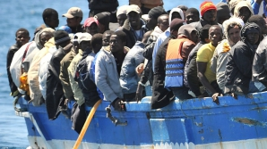 Criza refugiaților: Primul feribot cu migranți a plecat din Grecia către Turcia