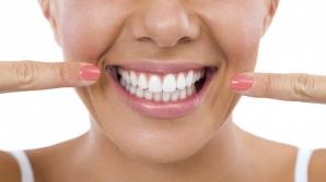 Dinţi mai albi în doar trei minute! Încearcă acest tratament!