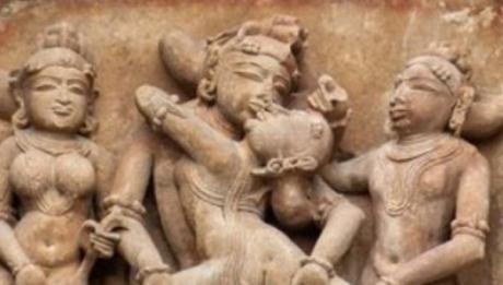 Piese de artă cu conţinut erotic vechi de 4.000 de ani arată felul în care se întreţineau relaţii sexuale în timpul babilonienilor. Printre acestea se numără plăci de teracotă realizate cu 1. Citește mai departe...