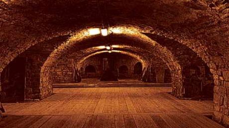 Într-o cronică, scrisă înaintea Primului Război Mondial, este relatată o poveste stranie în care se vorbește despre cum țăranii din Dobrogea foloseau tuneluri subterane de mii de kilometri pe sub Marea Neagră pentru a duce oile în Turcia. Citește mai departe...