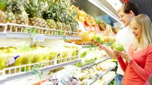 Pericolul din supermarketuri. LISTA fructelor şi legumelor care conţin cele mai multe pesticide