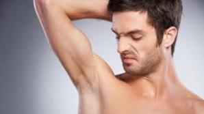 Ai uitat să îţi dai cu deodorant? Uite ce soluţie simplă ai la îndemână!