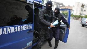 Percheziţii la traficanţi de etonobotanice din Braşov. 15 persoane, aduse la audieri