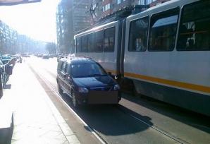 Când avem voie să mergem cu maşina pe linia de tramvai