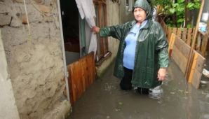 Rupere de nori în Brăila. Zeci de gospodării au fost inundate. Apa a depăşit un metru! - Foto: obiectivbr.ro