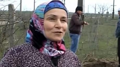 O femeie care lucra în grădină a auzit un șuierat puternic. Nu se aștepta să descopere în pământ un lucru atât de bizar. Citește mai departe...