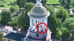 Doi tineri din Rusia, filmați cum fac SEX în clopotnița unei biserici