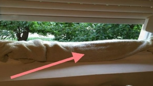 A pus un prosop ud la fereastră. Vezi motivul genial!