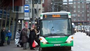 Autobuzele, loc de adăpost pentru oamenii străzii