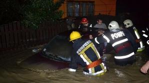 Inundaţiile din Suceava: O femeie din Voroneţ a murit strivită de un copac, alta este dată dispărută