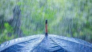 ALERTĂ METEO. Cod PORTOCALIU şi cod GALBEN de furtuni şi grindină