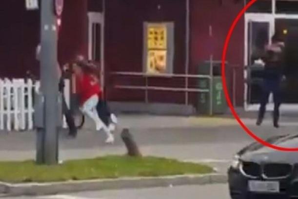 ATAC MUNCHEN. Cine a chemat oamenii la fast-food, pentru meniuri gratuite, chiar înainte de atac?