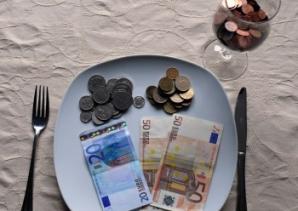 7 greşeli din viaţa de zi cu zi care te fac să pierzi bani
