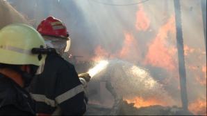 Incendiu în Bucureşti. Pompierii au intervenit cu cinci autospeciale