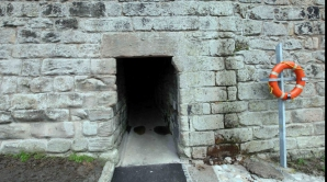 Gaura din zid