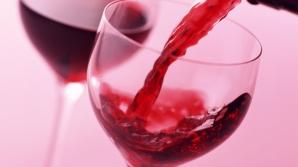 Cercetătorii au dat o veste-bombă. Iată ce efect are un pahar de vin înainte de culcare!