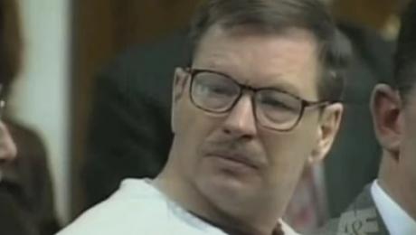 Nu e om care să înţeleagă cum este posibil ca acest bărbat, după ce a ucis cu sânge rece 60 de femei, să nu aibă niciun fel de remuşcare, nici măcar când familiile victimelor au început să vorbească public despre teroarea în care-şi Citește mai departe...