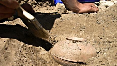 Mai mulţi arheologi au descoperit, într-o rezervaţie din Wisconsin, o oală veche, mică, îngropată adânc în pământ. Citește mai departe...